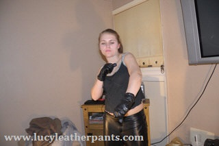 girl-boxing-wearing-leather-gloves