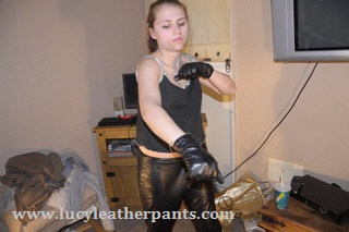 girl-excercising-in-leather-gloves-leather-pants
