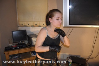 girl-excercising-leather-gloves-leather-pants