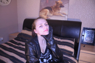 girl-leather-glove-fist-knuckles-tight-grey-room-