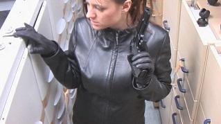 leather-gloves-girl-becks-leather-jacket